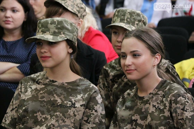 Для защитников Украины школьники города устроили фестиваль украинского творчества, фото-14