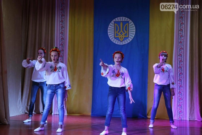 Для защитников Украины школьники города устроили фестиваль украинского творчества, фото-5