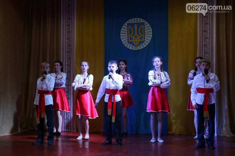 Для защитников Украины школьники города устроили фестиваль украинского творчества, фото-1