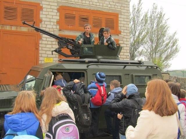 Воспитанники бахмутского интерната побывали в гостях у пограничников, фото-1
