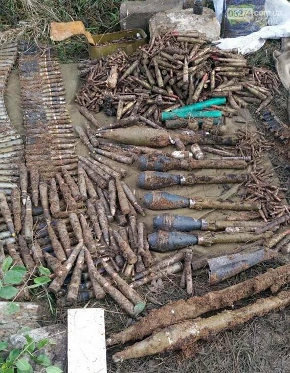 Возле Зайцево полицейские обнаружили схрон боеприпасов (ФОТО), фото-1
