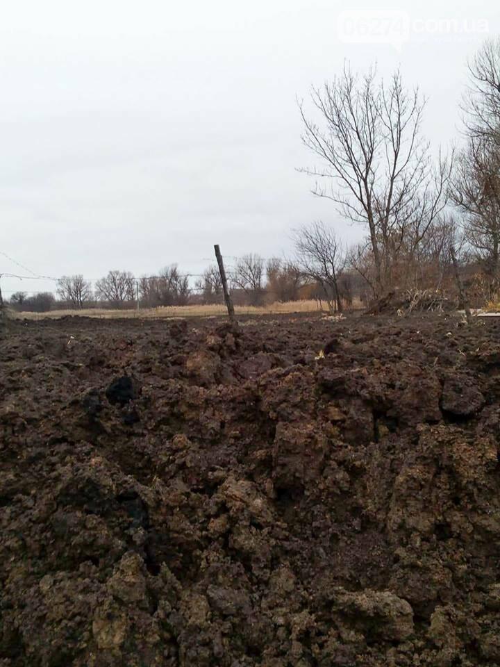 Поселок Бахмутка попал под обстрел (ФОТО), фото-2