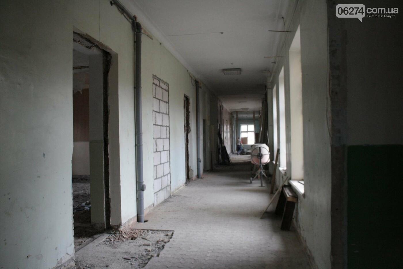 Городской голова Бахмута проинспектировал объекты реконструкции, фото-2