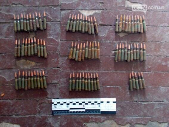 Взрывоопасный диван обнаружили полицейские в одном из домов Бахмутского района, фото-1