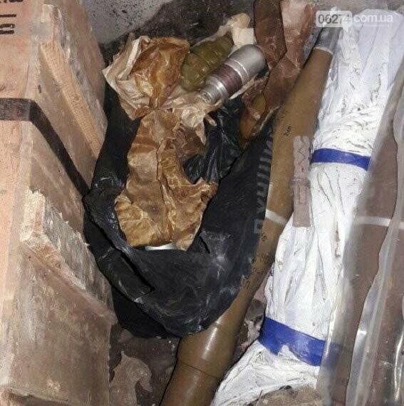 В Бахмутском районе полиция обнаружила тайник с оружием и боеприпасами, фото-1