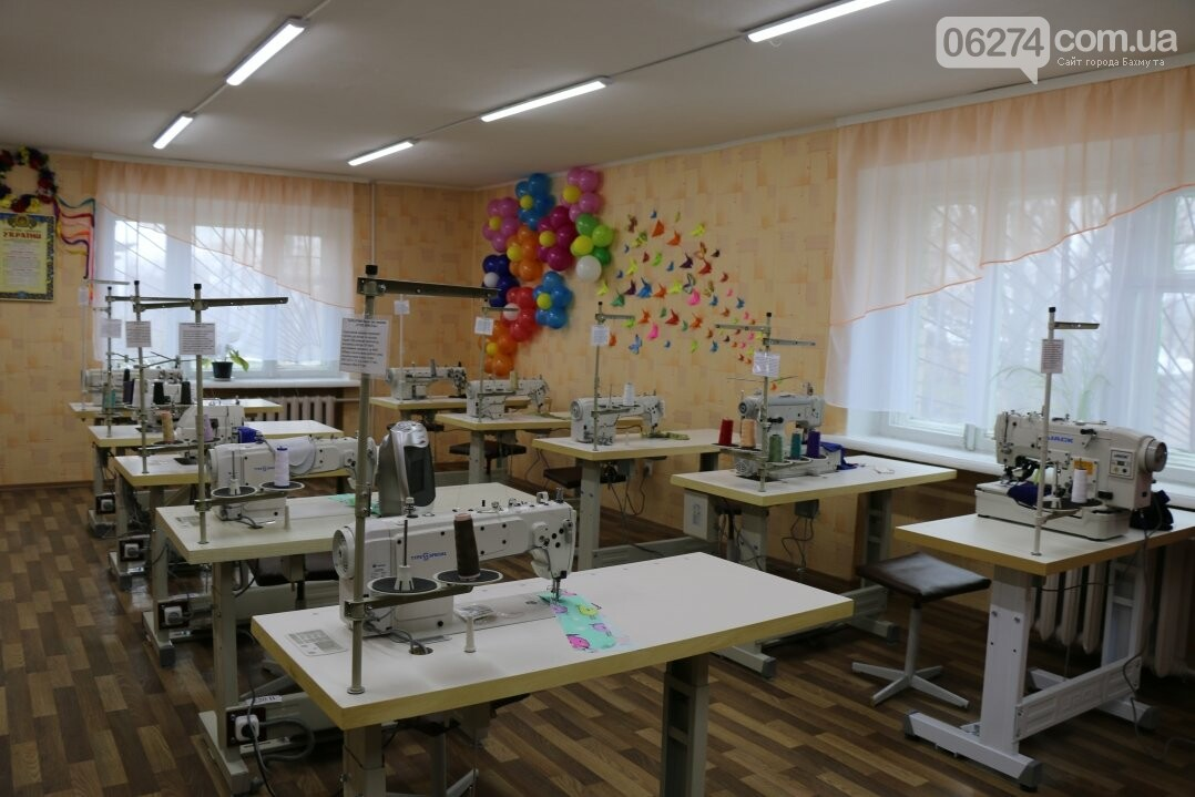 В Бахмуте открылся первый в области центр по подготовке швей, портных и закройщиков, фото-18