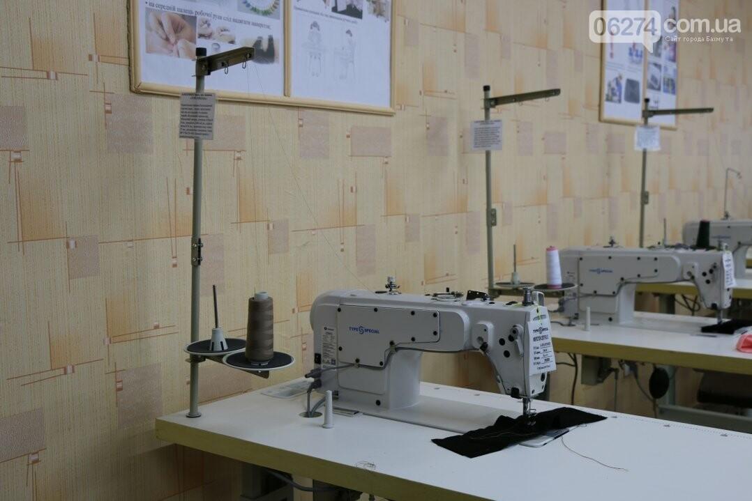 В Бахмуте открылся первый в области центр по подготовке швей, портных и закройщиков, фото-17