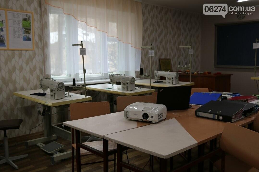 В Бахмуте открылся первый в области центр по подготовке швей, портных и закройщиков, фото-13