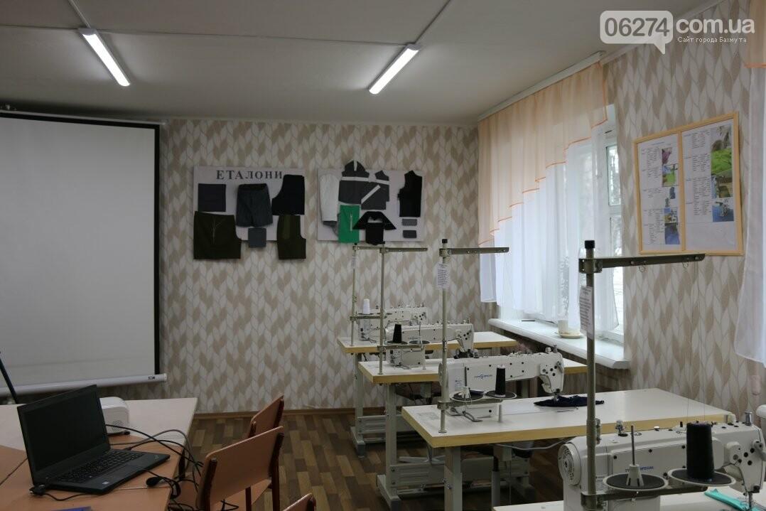 В Бахмуте открылся первый в области центр по подготовке швей, портных и закройщиков, фото-15