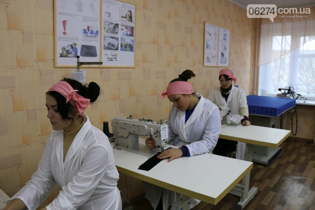 В Бахмуте открылся первый в области центр по подготовке швей, портных и закройщиков, фото-14