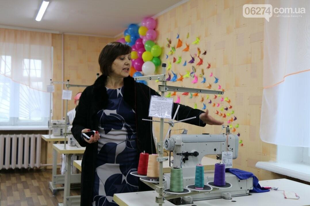 В Бахмуте открылся первый в области центр по подготовке швей, портных и закройщиков, фото-11