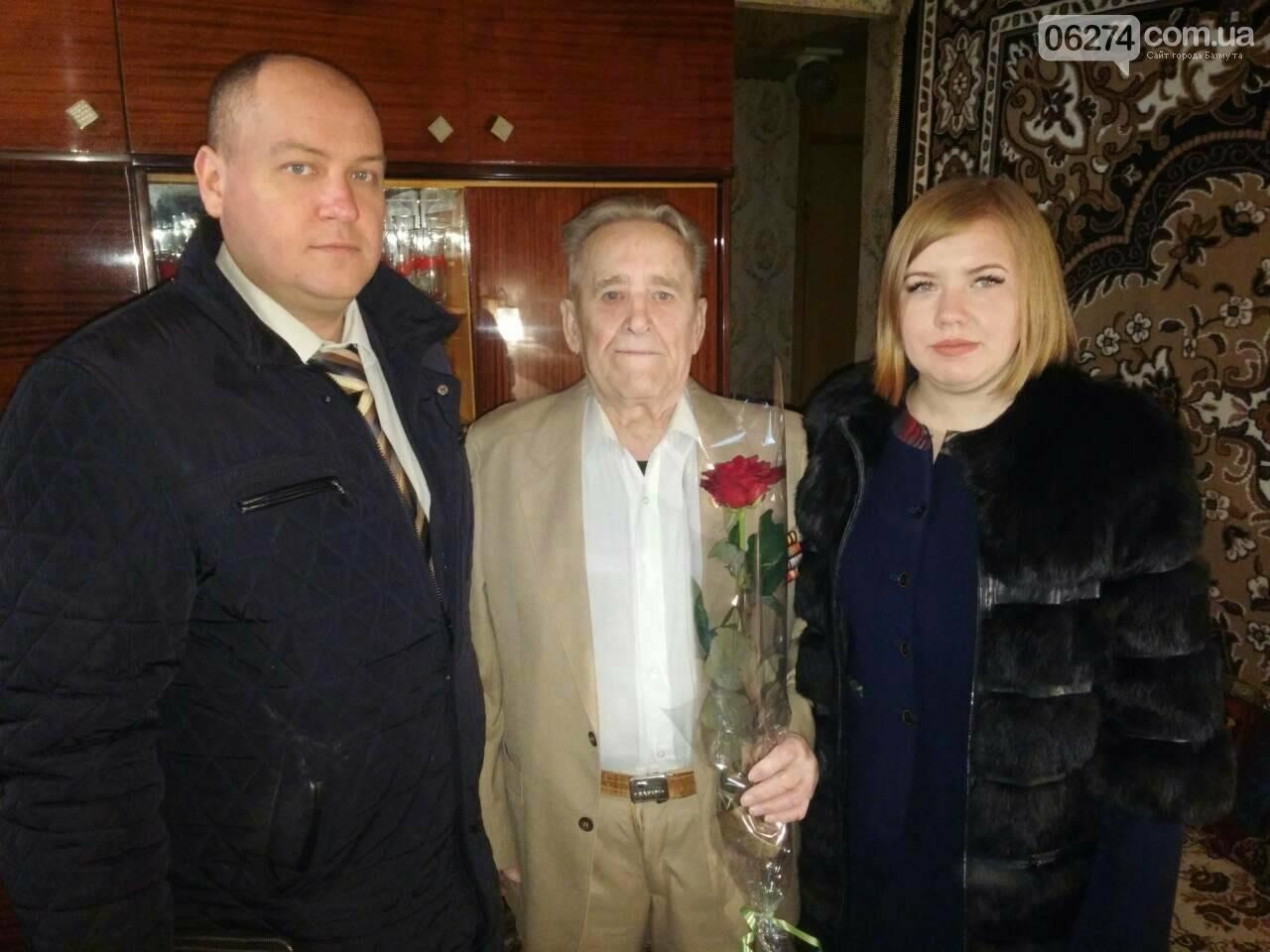 В Бахмуте поздравили ветеранов прокуратуры с профессиональным праздником (ФОТО), фото-2