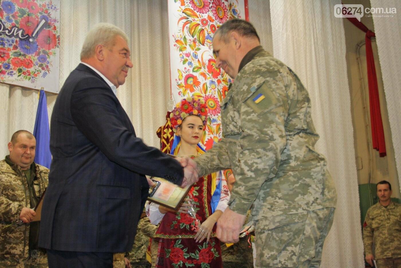 В Бахмуте поздравили военнослужащих с Днем ВСУ, фото-6