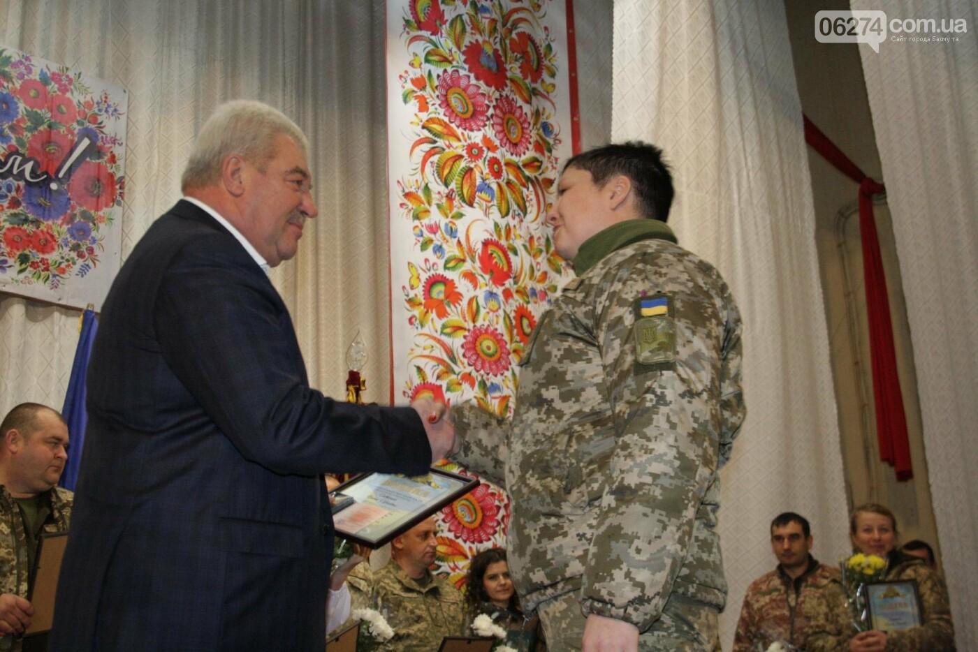В Бахмуте поздравили военнослужащих с Днем ВСУ, фото-11