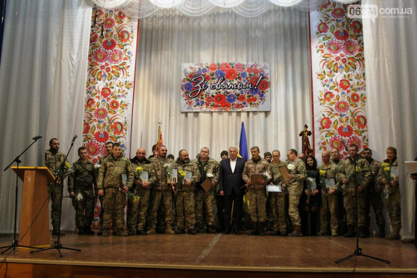 В Бахмуте поздравили военнослужащих с Днем ВСУ, фото-12