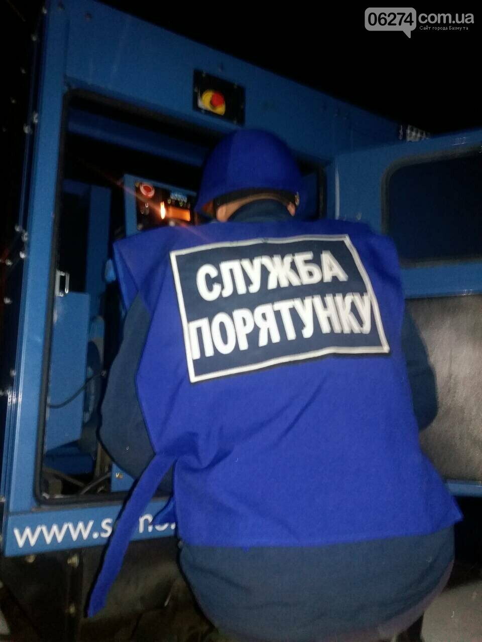 Спасатели обеспечивают подачу электроэнергии в квартиры недавно освобожденного Травневого, фото-2