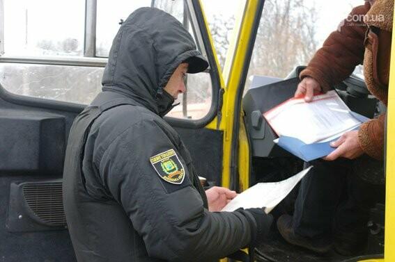 В Бахмуте полиция активно проверяет пассажирские автобусы, фото-1