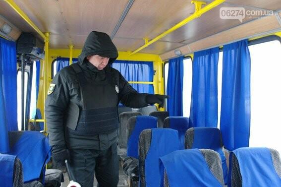 В Бахмуте полиция активно проверяет пассажирские автобусы, фото-2
