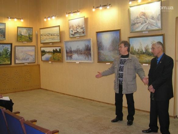 В Бахмуте открылась персональная выставка славянского художника Андрея Кутаны, фото-1