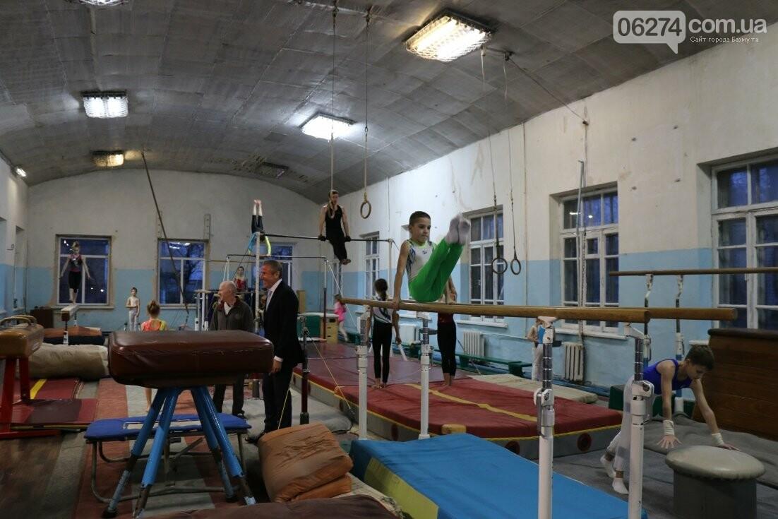 Сергей Бубка привез современное гимнастическое оборудование для спортсменов Бахмута, фото-6