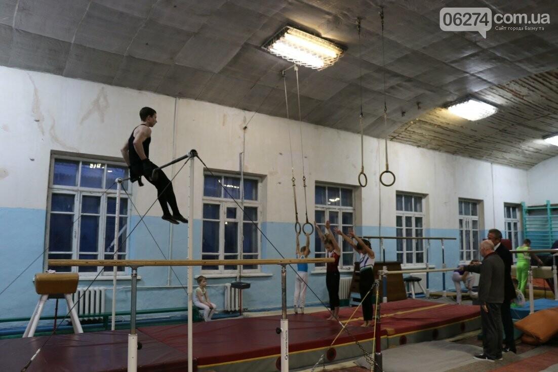 Сергей Бубка привез современное гимнастическое оборудование для спортсменов Бахмута, фото-3