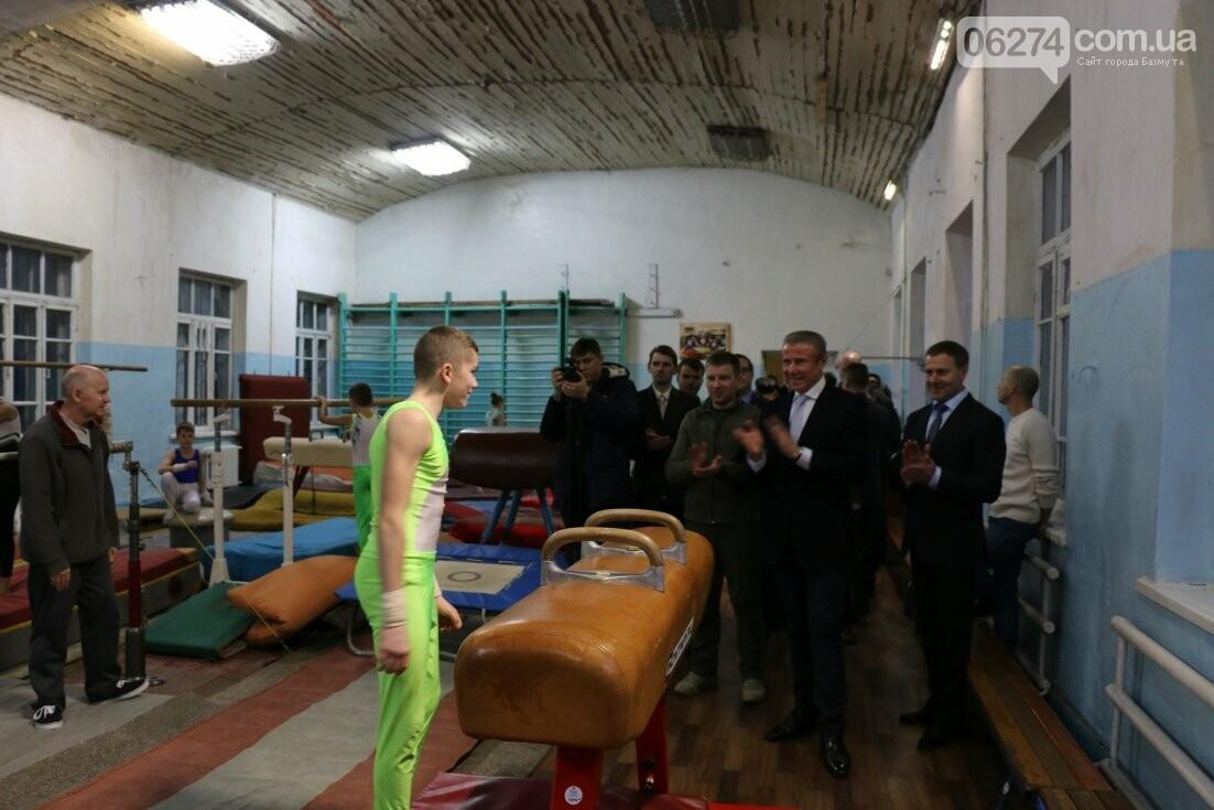 Сергей Бубка привез современное гимнастическое оборудование для спортсменов Бахмута, фото-2