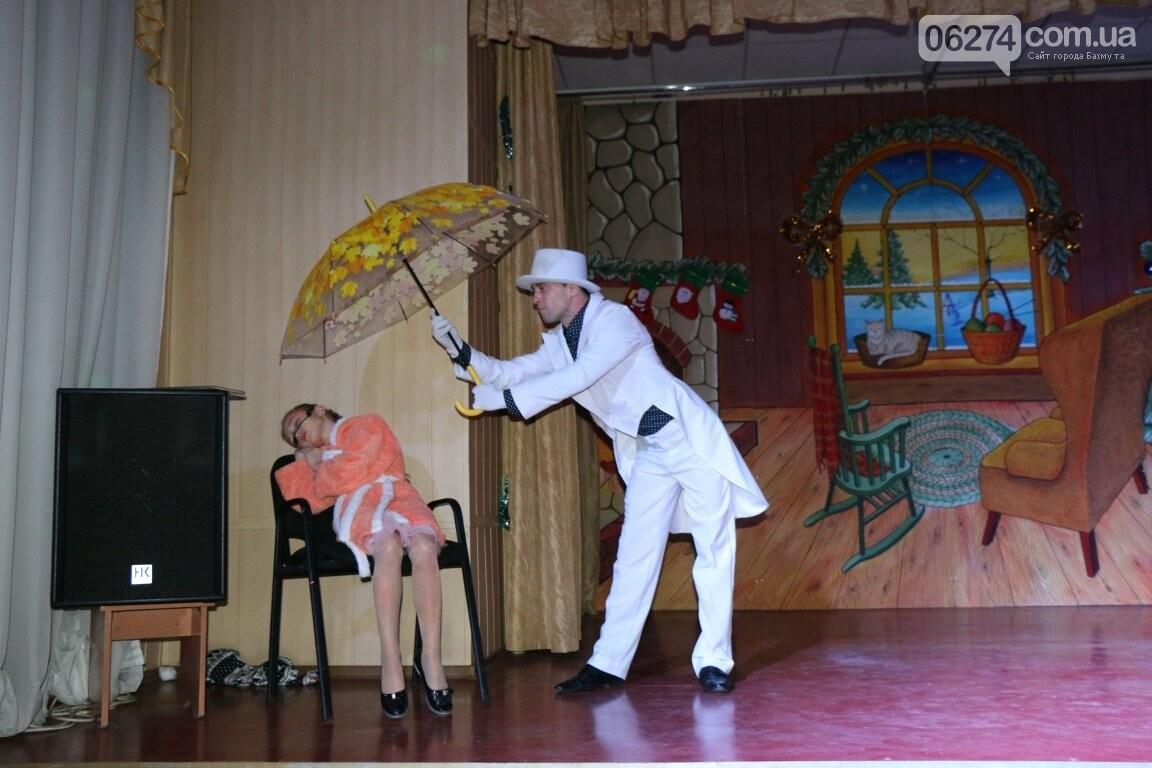 Не только под подушку: в Бахмуте Святой Николай поздравил детей в мюзикле, фото-25