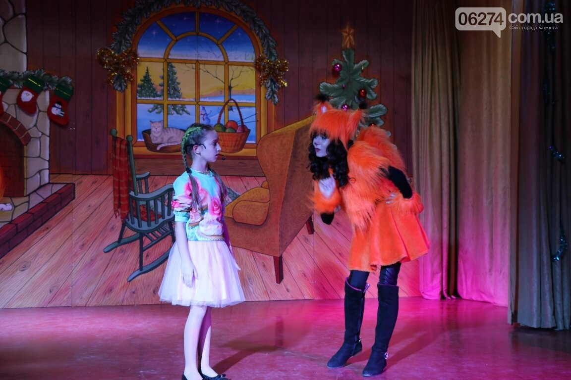 Не только под подушку: в Бахмуте Святой Николай поздравил детей в мюзикле, фото-22