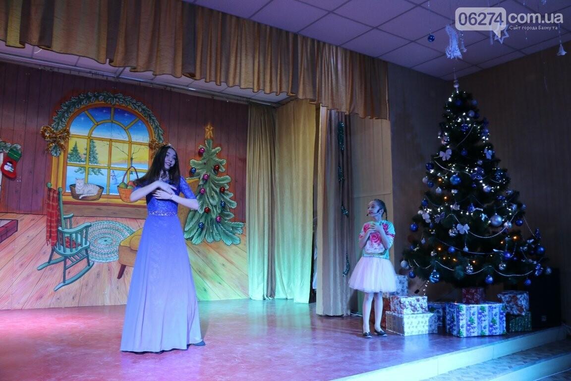 Не только под подушку: в Бахмуте Святой Николай поздравил детей в мюзикле, фото-28