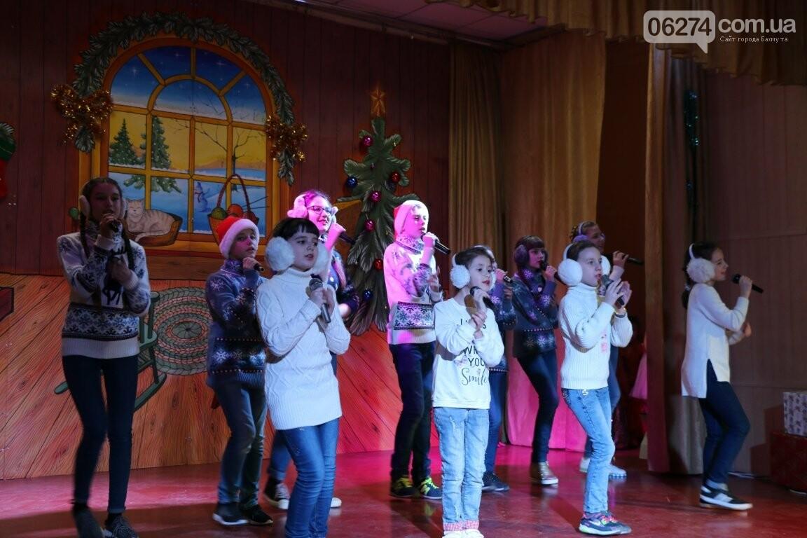 Не только под подушку: в Бахмуте Святой Николай поздравил детей в мюзикле, фото-20