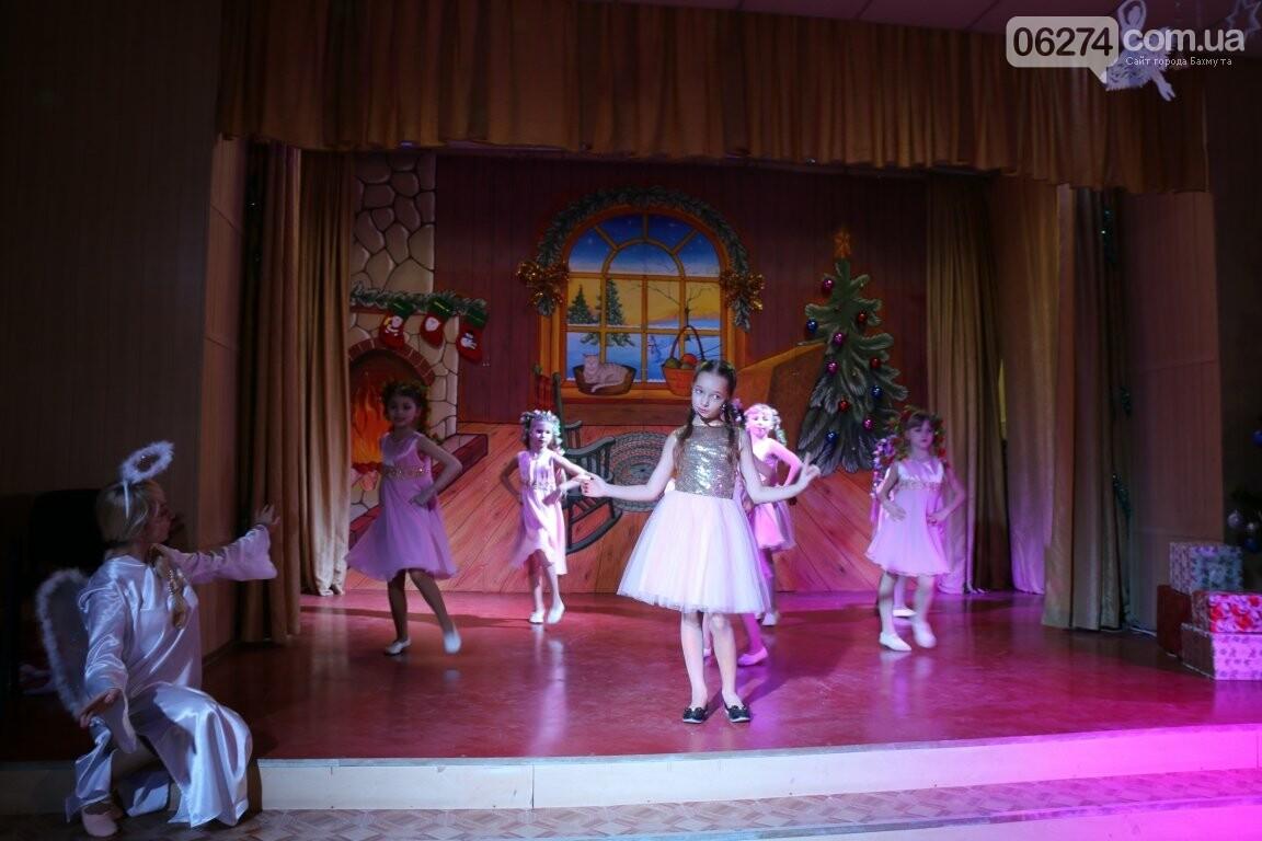 Не только под подушку: в Бахмуте Святой Николай поздравил детей в мюзикле, фото-11
