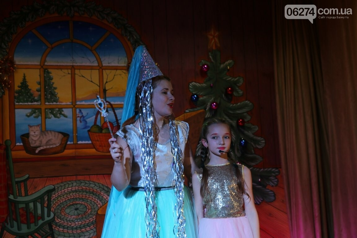 Не только под подушку: в Бахмуте Святой Николай поздравил детей в мюзикле, фото-10