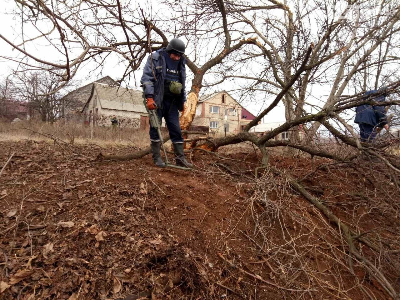 В Новолуганском ликвидируют результаты артобстрелов (ФОТО), фото-16
