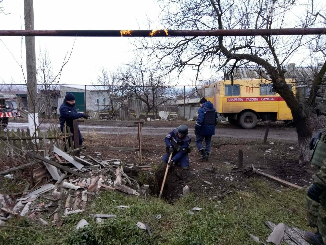 В Новолуганском ликвидируют результаты артобстрелов (ФОТО), фото-13