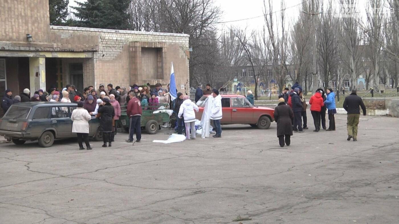В Новолуганском ликвидируют результаты артобстрелов (ФОТО), фото-1