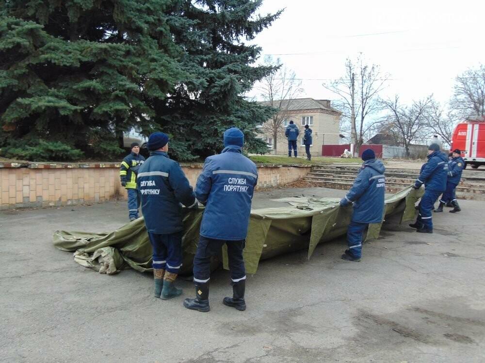 В Новолуганском ликвидируют результаты артобстрелов (ФОТО), фото-12