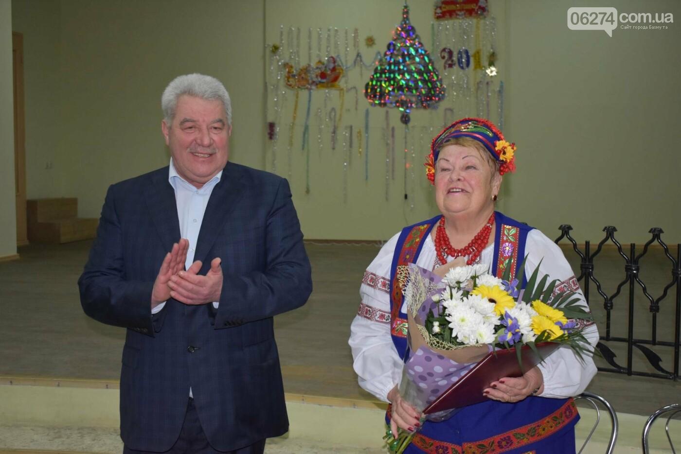 Мэр Бахмута Алексей Рева поздравил ветеранов города с наступающими праздниками, фото-3
