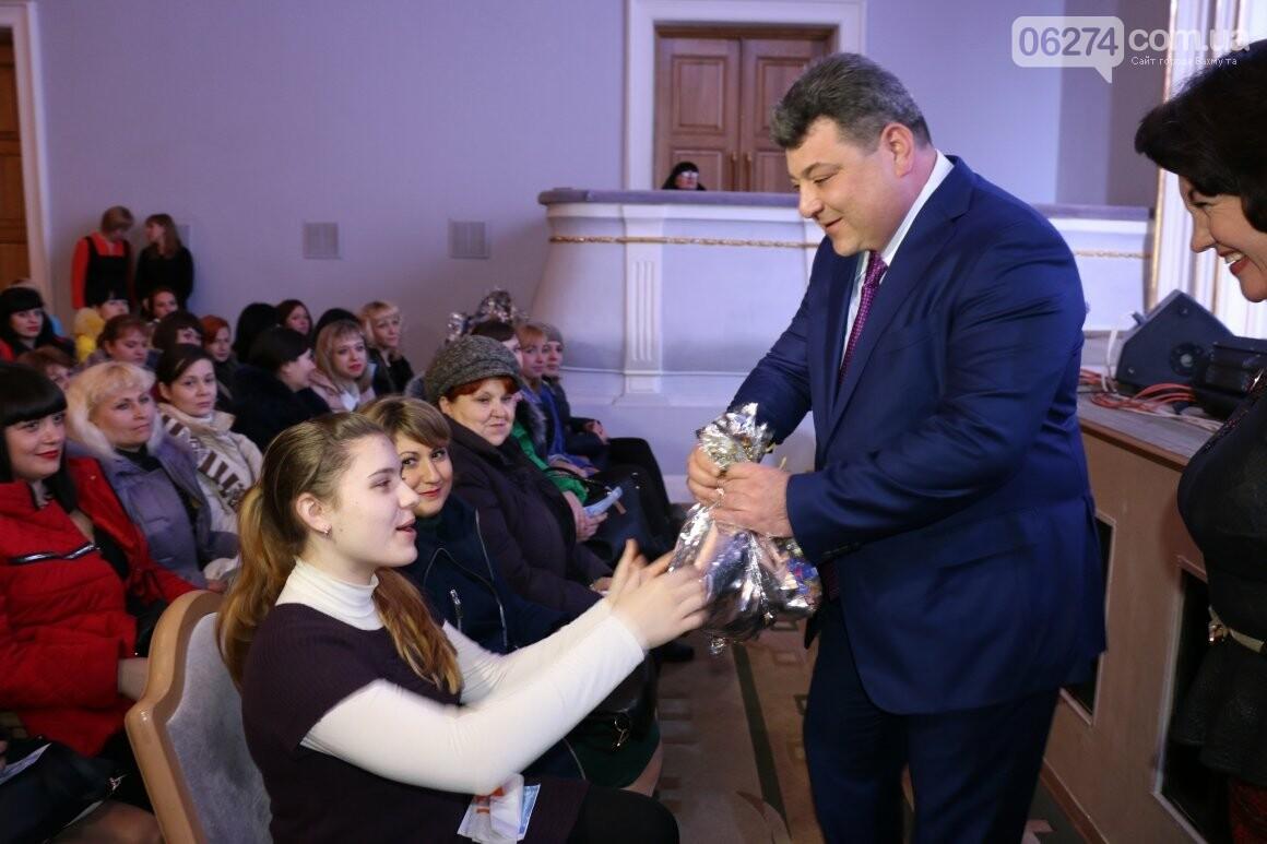 Более двух тысяч детей получили подарки под Новый Год, фото-5