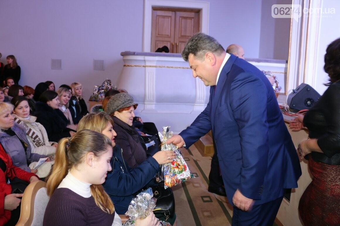 Более двух тысяч детей получили подарки под Новый Год, фото-2