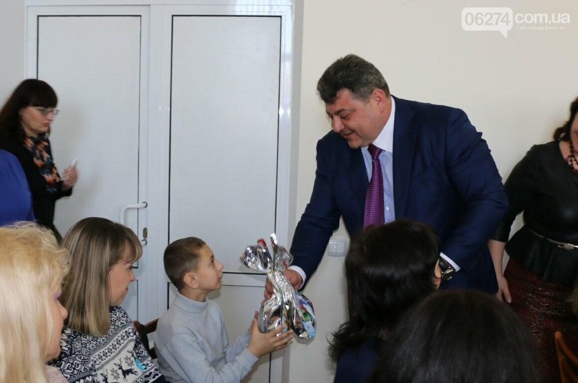 Более двух тысяч детей получили подарки под Новый Год, фото-8