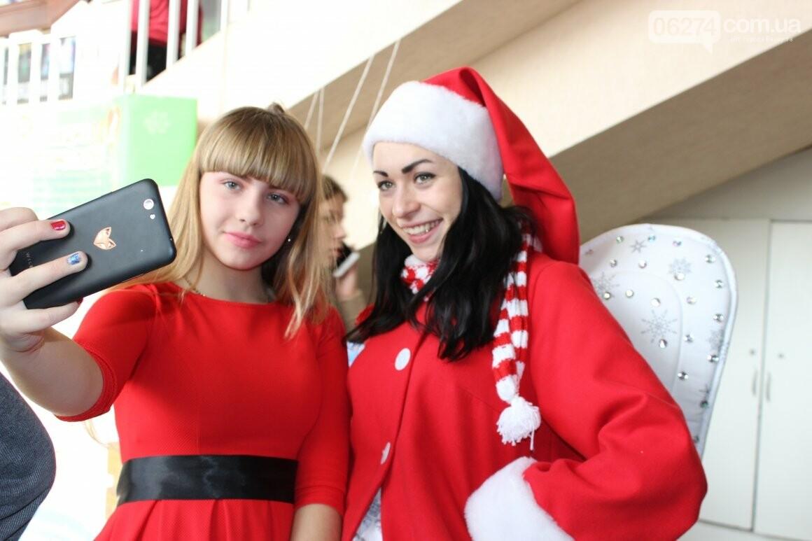 Новогоднюю мультфеерию устроили для талантливых детей Бахмута (ФОТО), фото-6