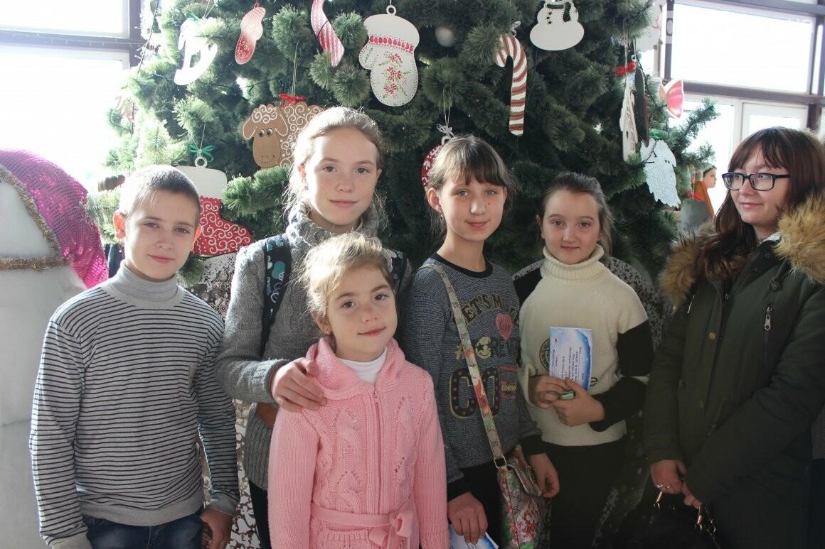 Новогоднюю мультфеерию устроили для талантливых детей Бахмута (ФОТО), фото-4