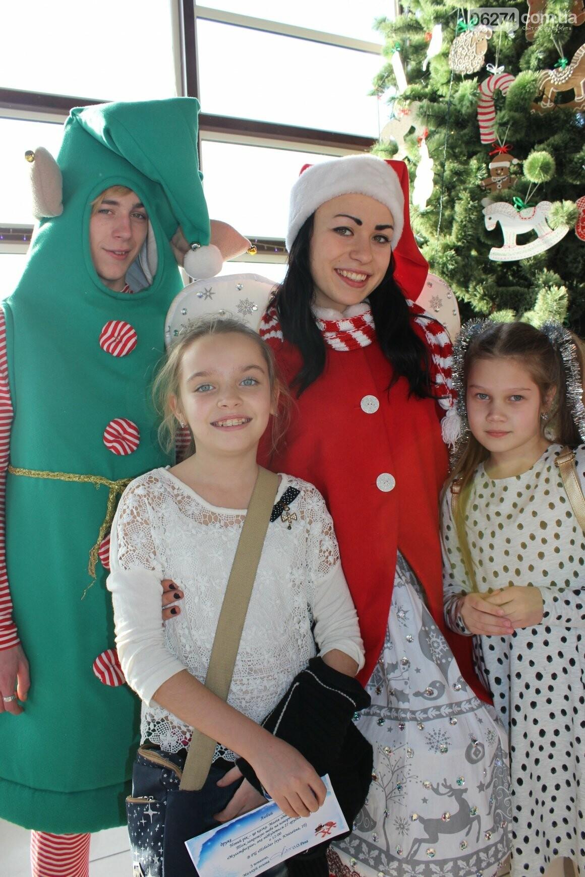 Новогоднюю мультфеерию устроили для талантливых детей Бахмута (ФОТО), фото-9