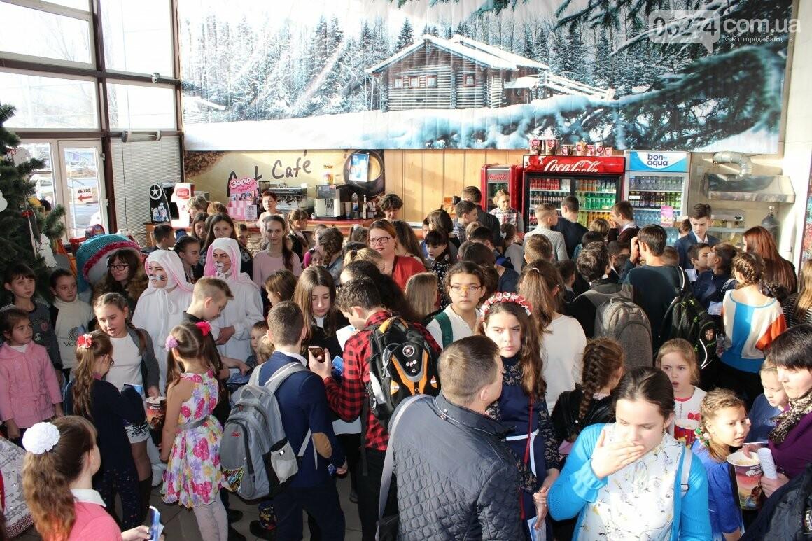 Новогоднюю мультфеерию устроили для талантливых детей Бахмута (ФОТО), фото-2