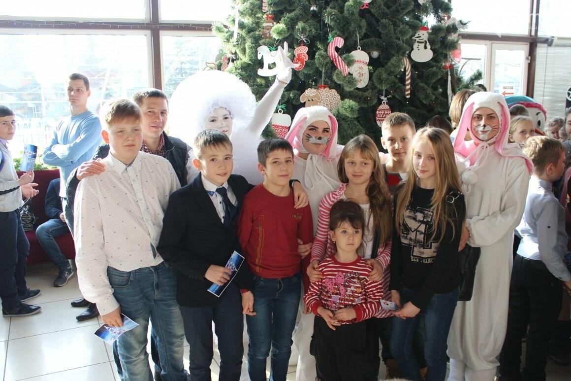 Новогоднюю мультфеерию устроили для талантливых детей Бахмута (ФОТО), фото-3