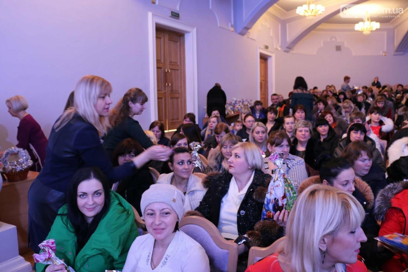 Более двух тысяч детей получили подарки под Новый Год, фото-6
