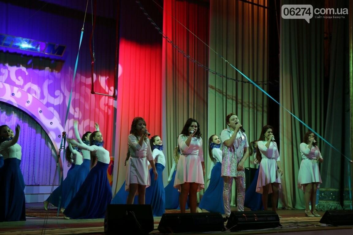 Детям Бахмута подарили новогоднее цирковое представление, фото-15