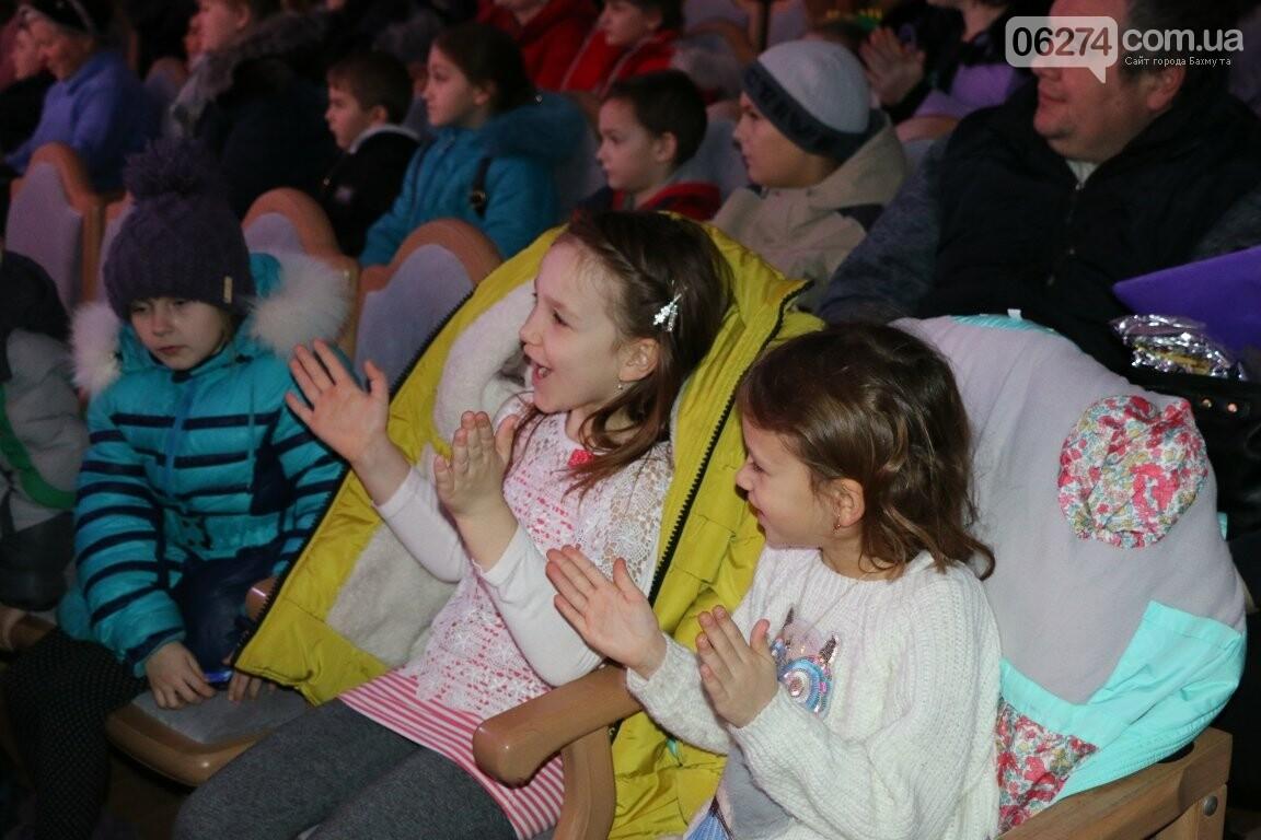Детям Бахмута подарили новогоднее цирковое представление, фото-16