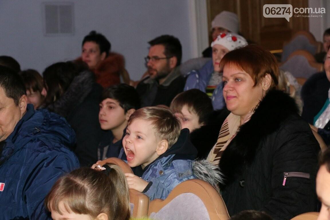 Детям Бахмута подарили новогоднее цирковое представление, фото-6