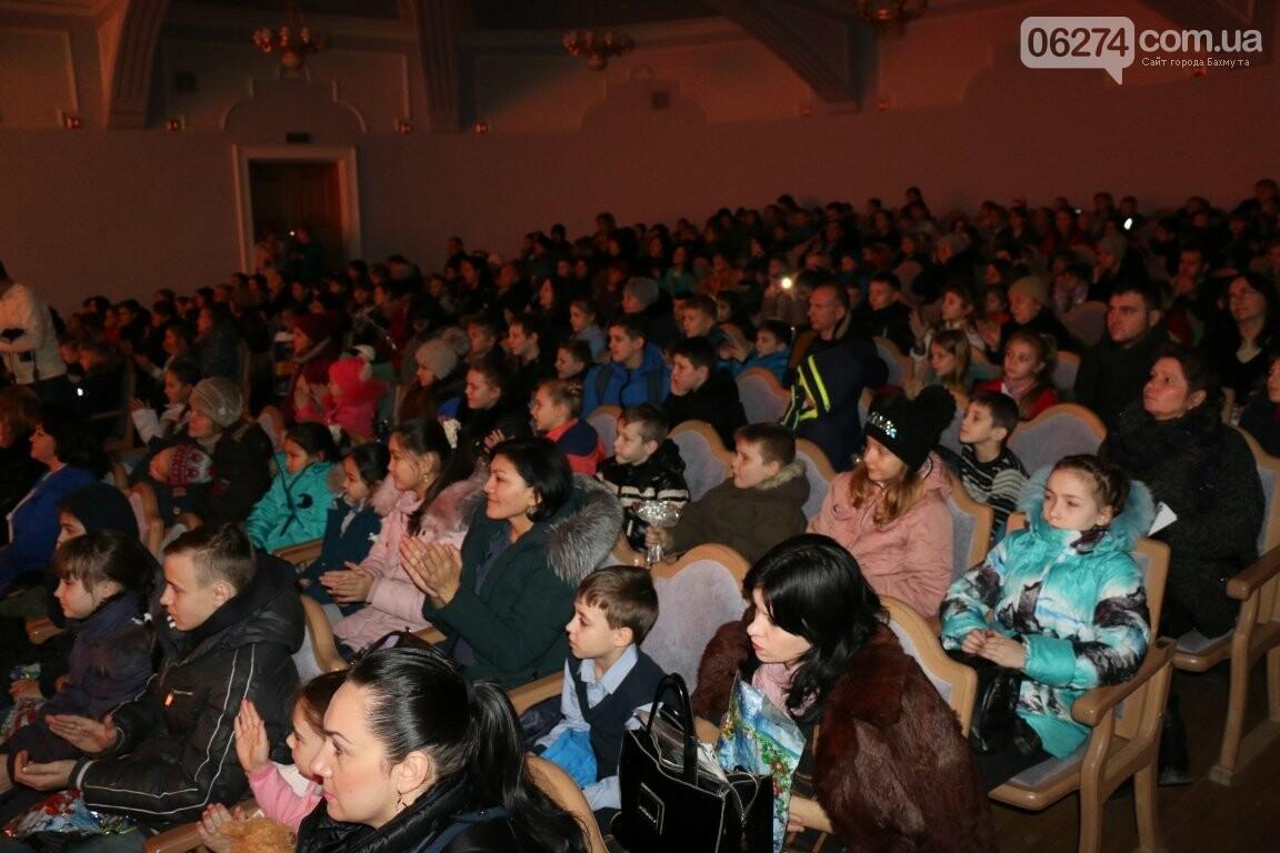 Детям Бахмута подарили новогоднее цирковое представление, фото-14